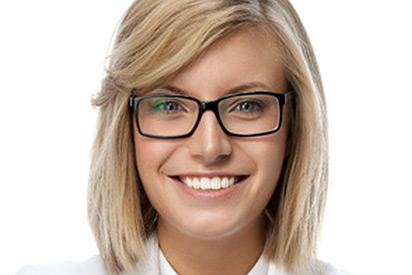 Welche Brillen passen zu mittellangen Haaren?